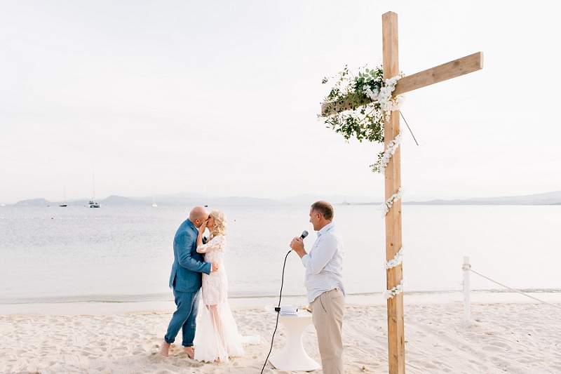 intimate-wedding-on-the-beach-sardinia